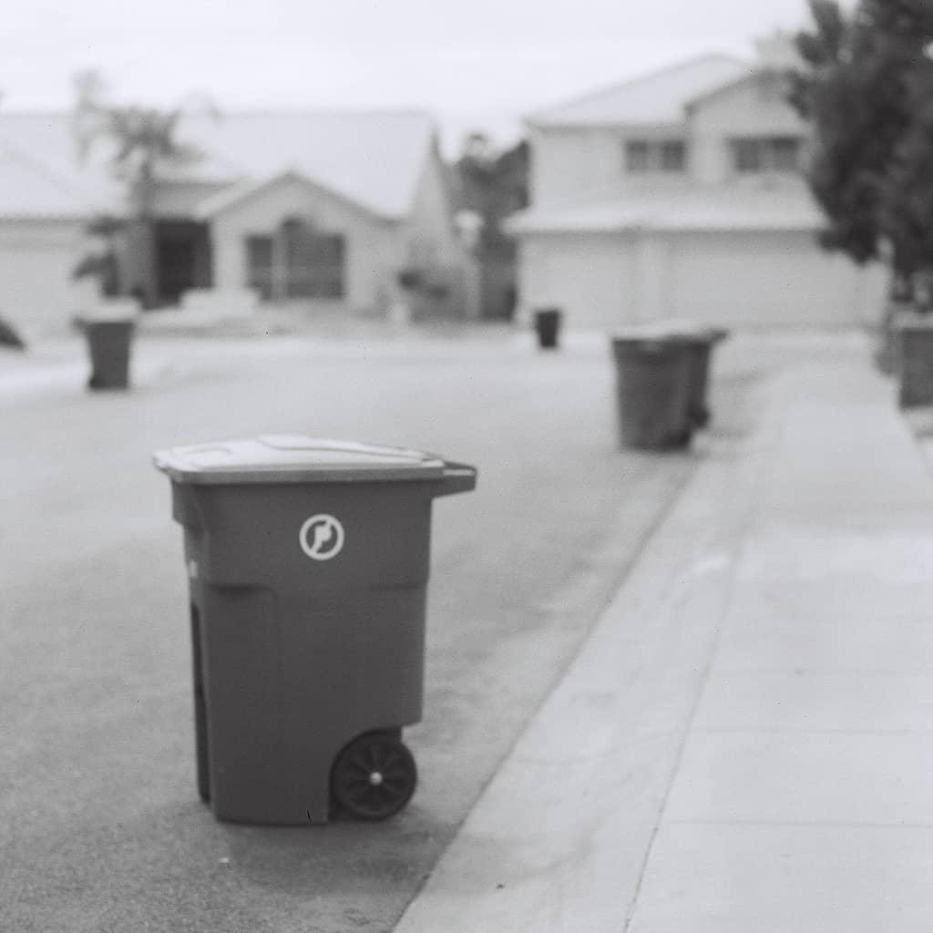 Recolha o lixo! (Foto de Kevin Dooley em https://www.flickr.com/photos/pagedooley/4583433155/)